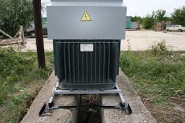 Энергосберегающие трансформатор на улице