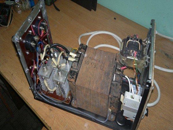 Трансформатор в зарядном устройстве