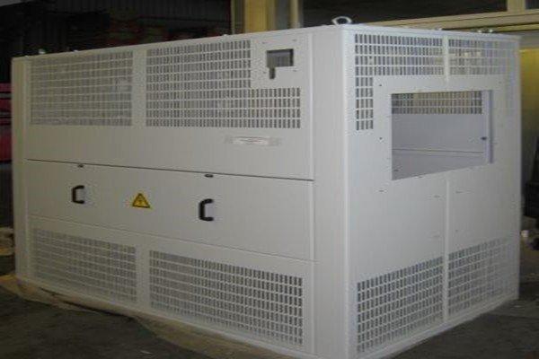 Трансформатор в кожухе на заводе