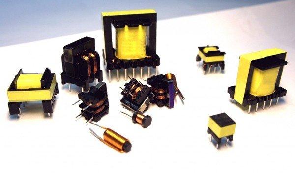 Импульсные трансформаторы на столе