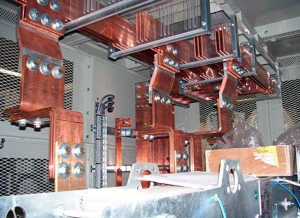 Трансформаторы после ошиновки на производстве