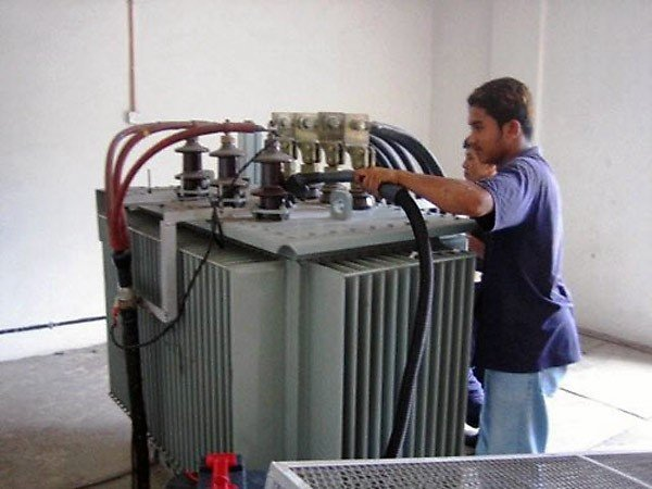 Проверка силового трансформаторе на заводе