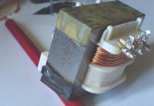 лектроизолированные стальные пластины в сердечнике трансформатора